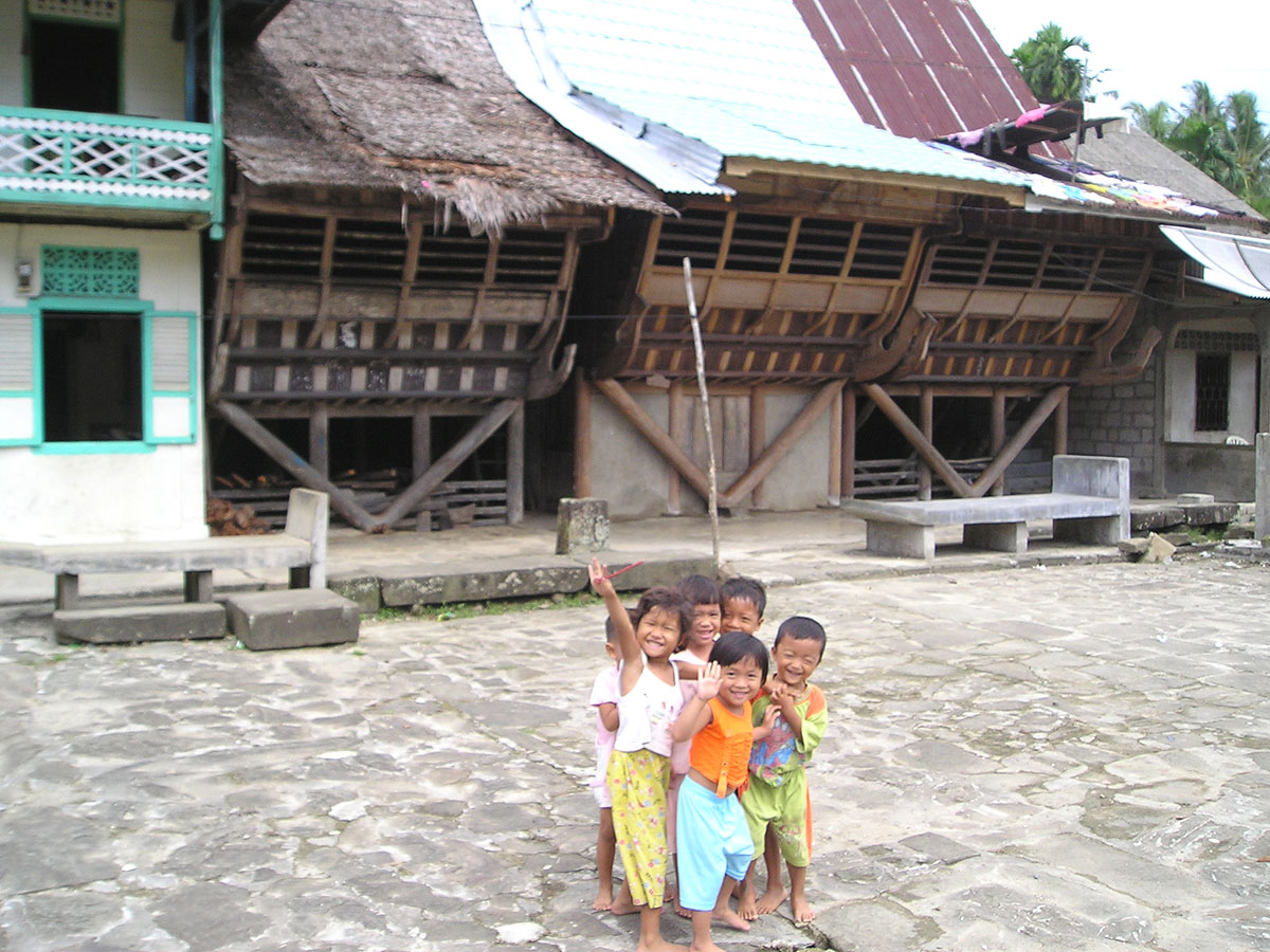 Dider, Mike, Laura, Arman and Joy visited the Nias Village and took ...